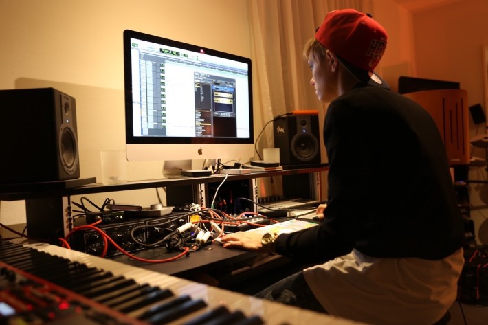 Börni starts to Produce her own Songs - Production